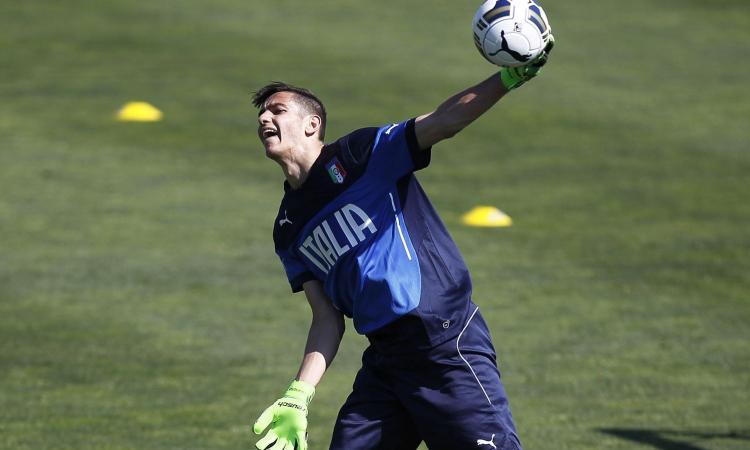 Napoli si allungano i tempi di recupero di Meret consulto segreto in Spagna ha ancora male al braccio Serie A