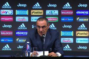 Napoli in ritiro spunta striscione contro Sarri