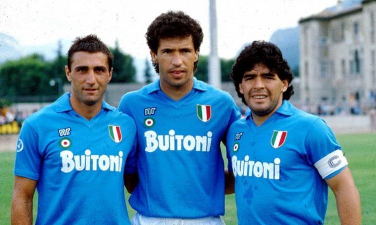 Napoli, Maradona a Mertens: 'Resta in azzurro, non pensare ai soldi dei cinesi'