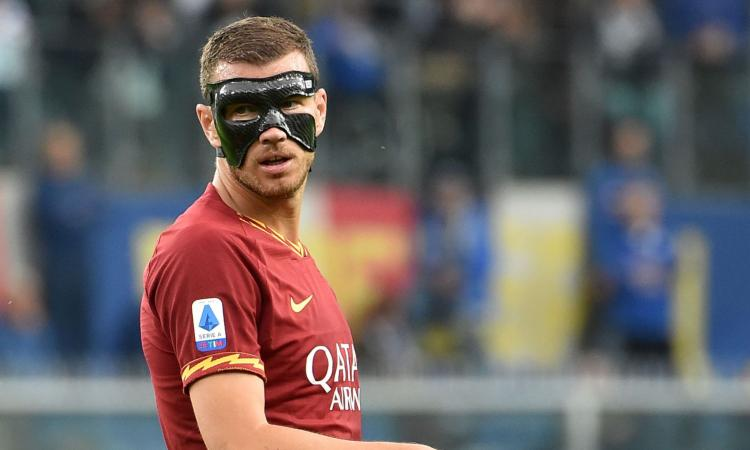 Roma, Dzeko: 'Con il Napoli sfida del bel gioco. Con la maschera vedo poco'