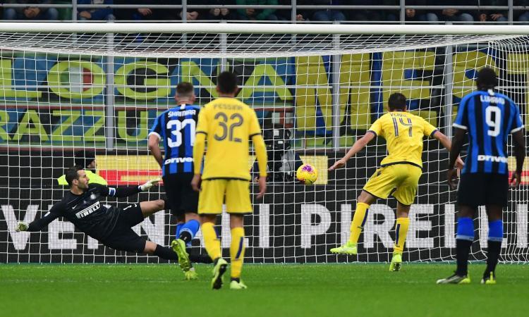 Serie A, la MOVIOLA LIVE: Handanovic stende Zaccagni, rigore Verona