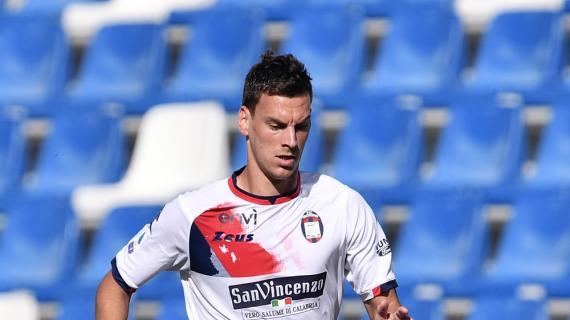 Tracollo Benevento, il Crotone colpisce: gran gol di Vulic per il 4-0. Espulso Sau