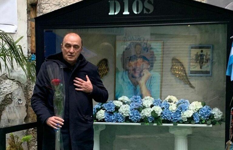 """Renica va in visita al murales di Maradona e si commuove: """"Con il mio capitano sempre"""""""