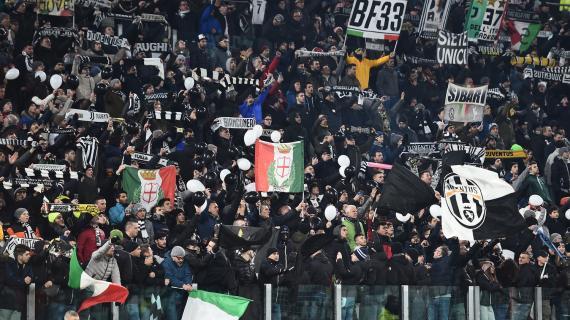 Juventus, tifosi contrari alla Superlega. Spuntano due striscioni all'esterno dello stadio