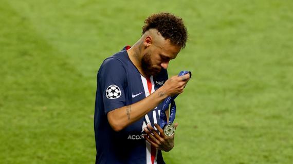 Neymar sbaglia cinque occasioni e prende due pali, Choupo-Moting segna. 0-1 Bayern al 45'
