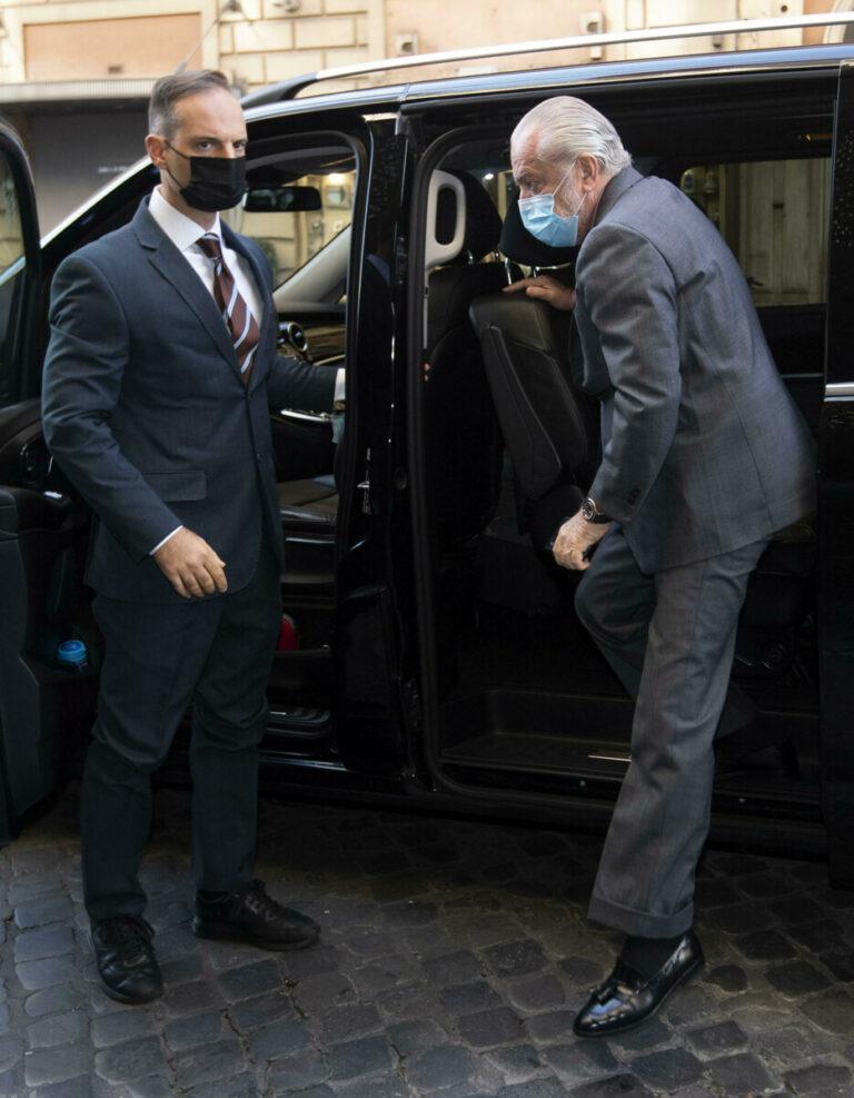 Insigne, l'agente a pranzo nell'hotel del Napoli: c'è anche De Laurentiis